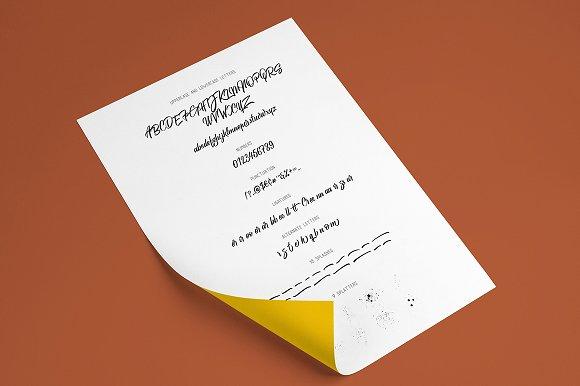Kelium Script Font