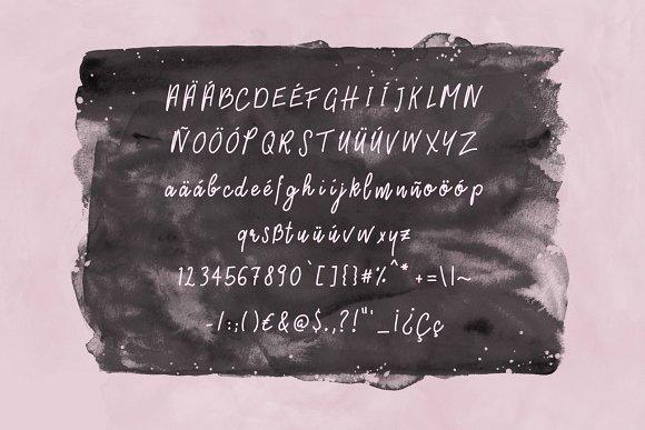 Hanni Script Font