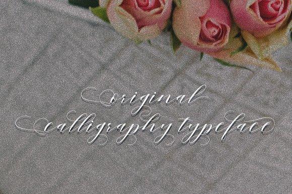 Mahogany Script Font