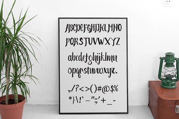 Meuttuah Script Font