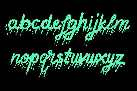 SUNDAZE Script Font