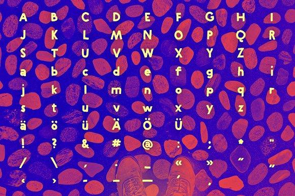 Riya – Geometric Handwritten Font