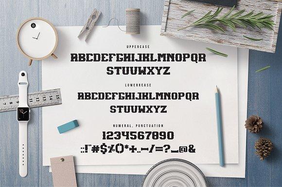 Maxton Font