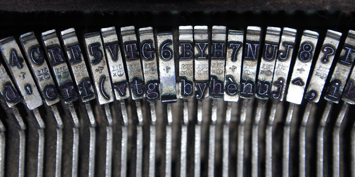 Italian Typewriter Font Family